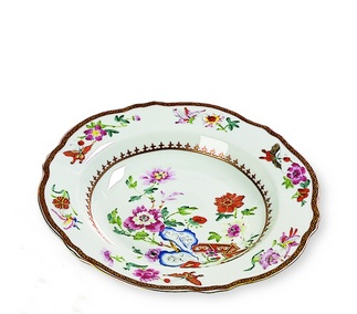 <p>Replica<br />Porcelain<br /><em>Qing</em> dynasty, <em>Qianlong</em> period (1736-1795) </p>