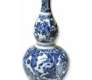 <p>Replica<br />Porcelain<br /><em>Ming</em> dynasty<br />End of the 16th, beginning of the 17th, centuries</p>