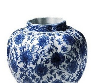 <p>Replica<br />Porcelain<br /><em>Ming</em> dynasty<br />1st half of the 17th century</p>