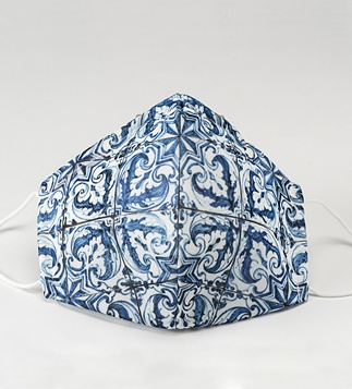 <p>Adaptation<br /><br />Reusable / washable textile social mask inspired by a detail of the blue and white pattern azulejo panel.</p>