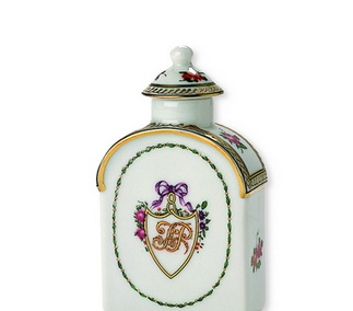 <p>Replica<br />Porcelain<br /><em>Qing</em> dynasty, <em>Qianlong</em> period<br />18th century</p>